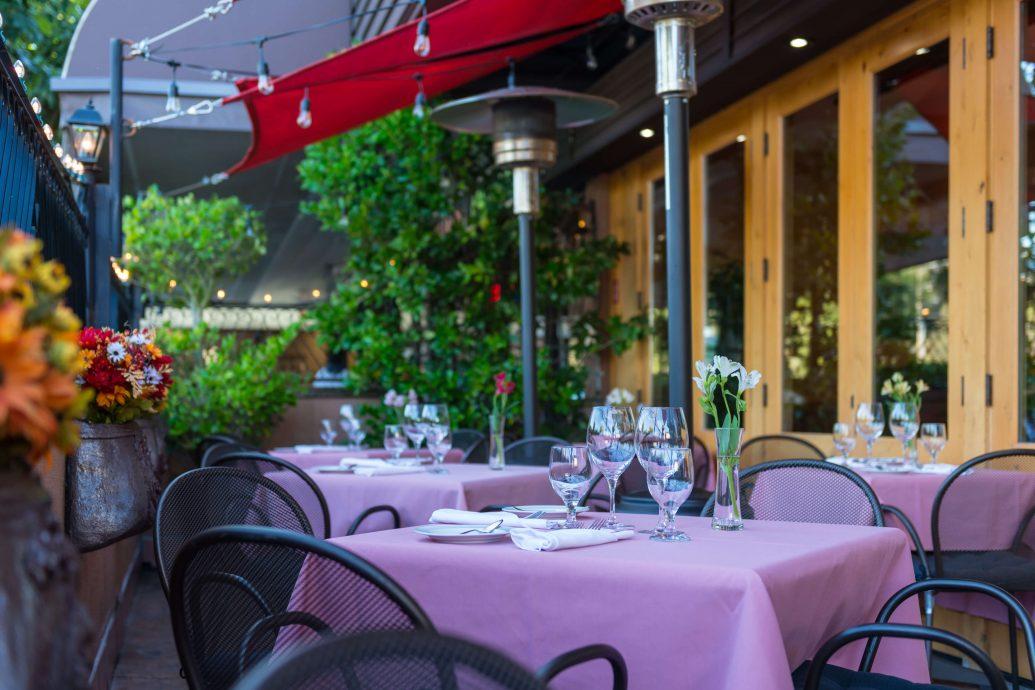 Illuminaté Restorante patio