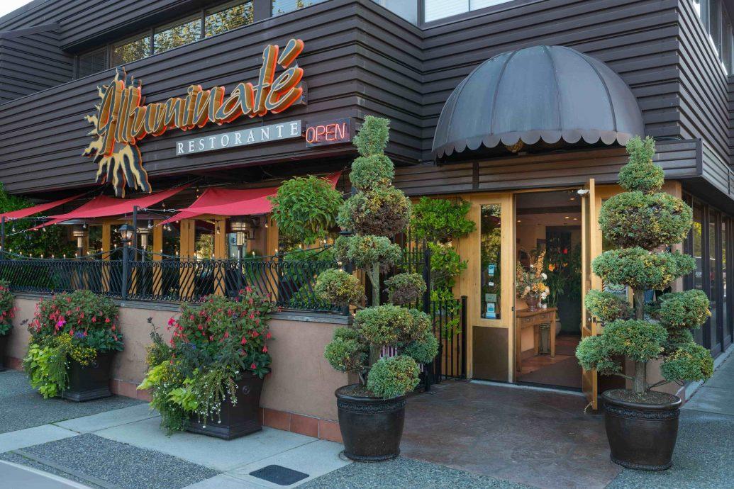 Illuminaté Restorante front day